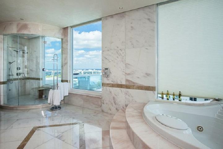pharrell-williams-marble-bathroom