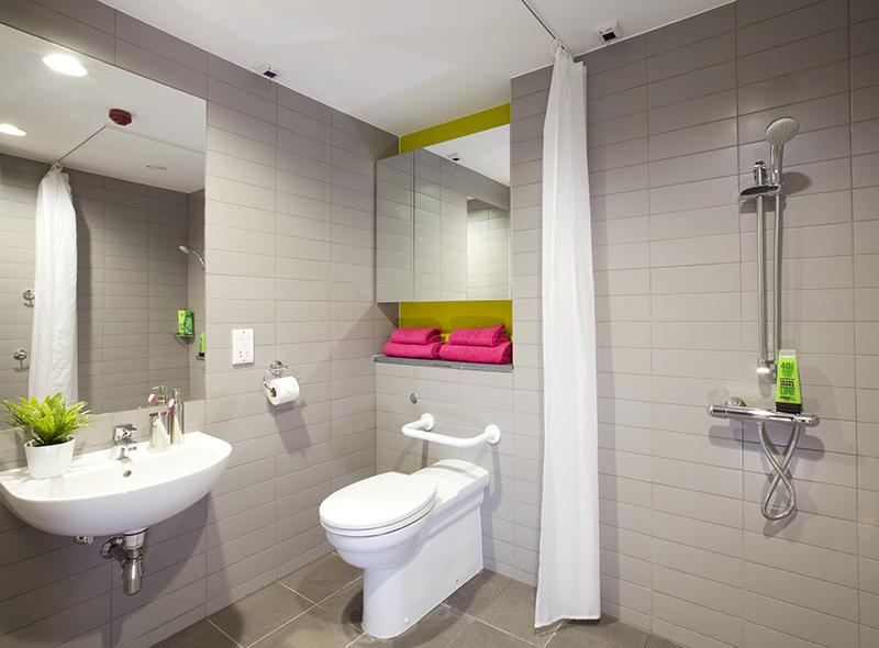 312_couple-en-suite-accessible-bathroom